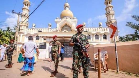 श्रीलंका में फेसबुक और व्हाट्सऐप पर प्रतिबंध