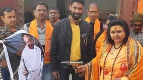 राष्ट्रपिता महात्मा गांधी के पुतले को गोली मारने के मामले में मुख्य आरोपी गिरफ्तार