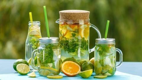 डिटॉक्स वाटर पीने से वजन कम होने के साथ-साथ होते हैं कई तरह के स्वास्थ्य लाभ