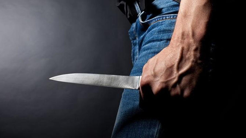दिल्ली: बहन से छेड़छाड़ का विरोध करने पर भाई पर चाकू से हमला, अस्पताल में भर्ती