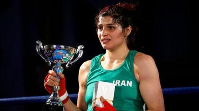 ईरान: इंटरनेशनल फाइट जीतकर महिला बॉक्सर ने रचा इतिहास, लेकिन घर जाने पर लगी रोक