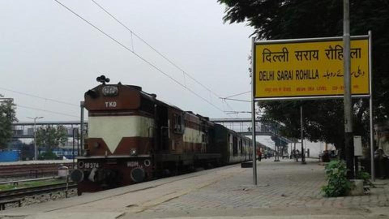 ट्रेन में जा रहे कश्मीरी युवकों पर भीड़ का हमला, रास्ते में उतरकर बचाई जान
