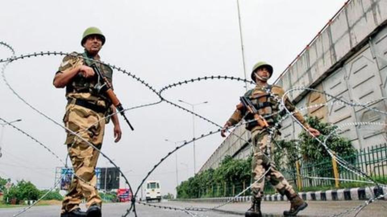 जम्मू-कश्मीर में जारी प्रतिबंध हटाने से सुप्रीम कोर्ट का इनकार, कहा- सरकार को समय मिले