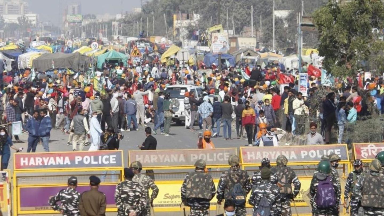 शाहजंहापुर बॉर्डर से दिल्ली जा रहे किसानों पर पुलिस का लाठीचार्ज, आंसू गैस के गोले दागे