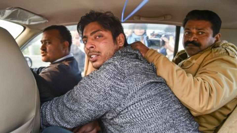 शाहीन बाग में फायरिंग करने वाले को पुलिस ने बताया AAP का सदस्य, परिवार का इनकार