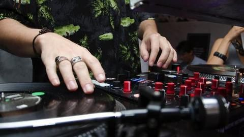 Tunisia party blunder, DJ plays Islamic prayer remix