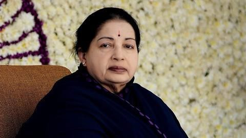 SC refuses to declare Jayalalithaa a convict in DA case