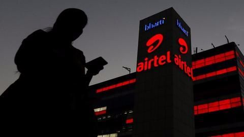 How is Bharti Airtel luring customers?