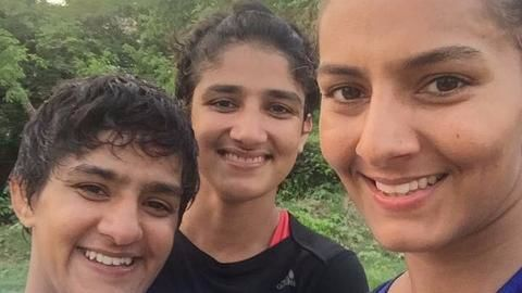 Phogat sisters to open academy in Bengaluru