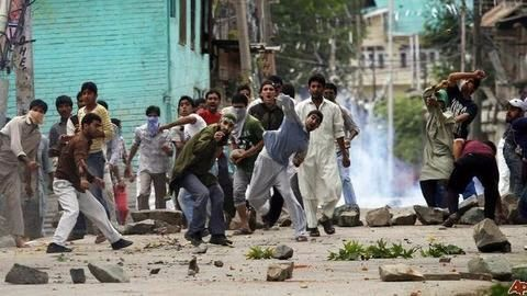 Kashmir: Unrest, stone pelters and banned internet