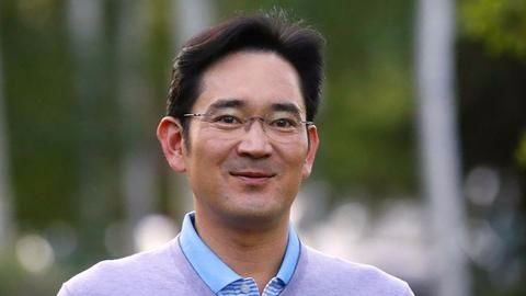 Corruption scandal engulfs Samsung head, government officials