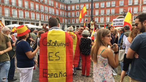 Catalonia referendum: Thousands attend pro-unity rallies in Madrid