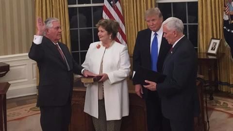 Rex Tillerson sworn in as US secretary of state