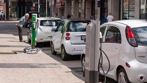 India plans only electric vehicles on roads by 2030
