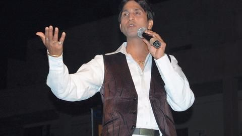 Police complaint against Kumar Vishwas for calling women 'objects'