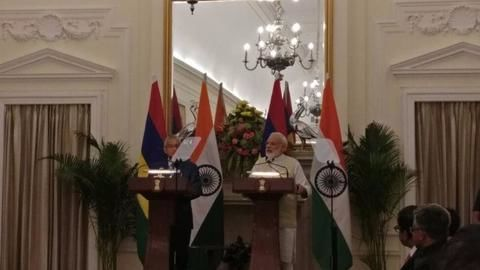 India extends $500mn credit line to Mauritius