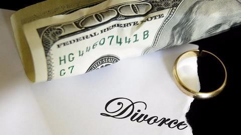 Court orders Rs. 4L as monthly alimony!