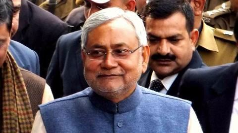 VIP culture over Sukma martyrs: Truck halted for Nitish's convoy