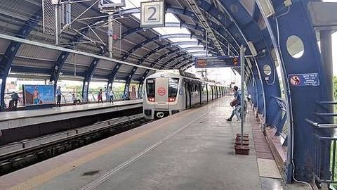 Delhi Metro support staff go on protest
