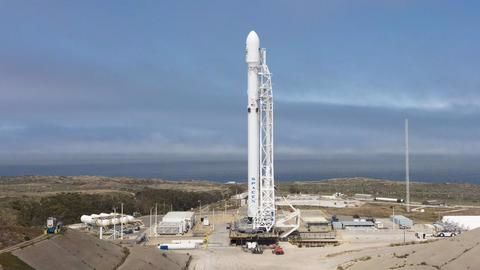 SpaceX's Falcon 9 carries 10 communication satellites into space