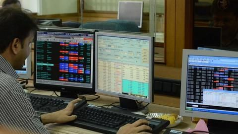 Bank stocks soar, Sensex over 485 cheering Jaitley's Budget