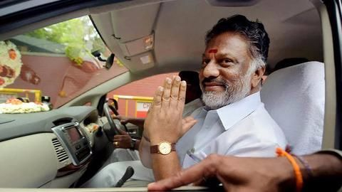Sasikala camp divided: Will leaders cross over to Panneerselvam camp?