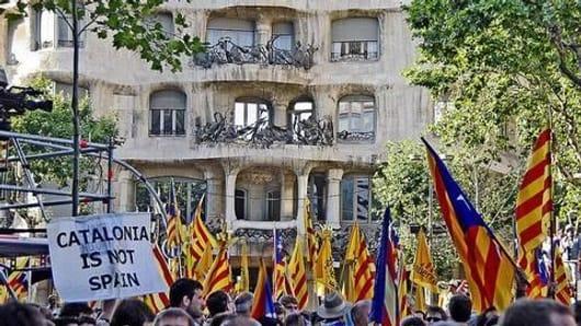 Catalonia Crisis: Madrid threatens to suspend autonomy