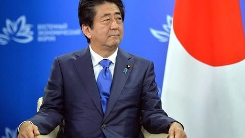 Why is PM Shinzo Abe so unpopular in Japan?