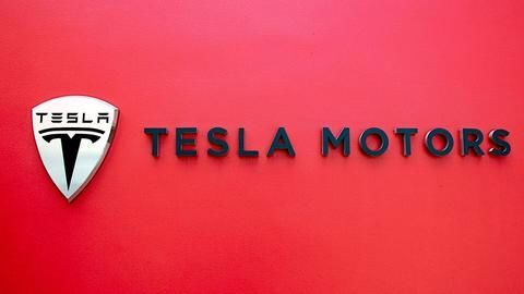Elon Musk's Tesla apparently wants its own music streaming service
