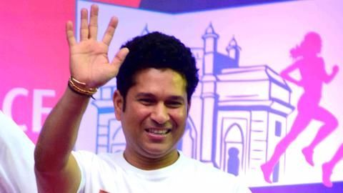 Sachin tweets asking for phone numbers, fans respond, spammers rejoice