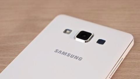 Samsung regains top status in smartphone business
