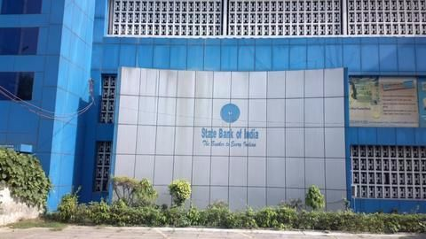 SBI chief gets lakhs, private counterparts get crores