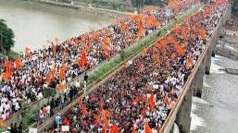 Maratha protests reignite today, lakhs attended the Mumbai silent march