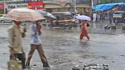 Mumbai flooded by heavy rainfall, water logging causes traffic snarls