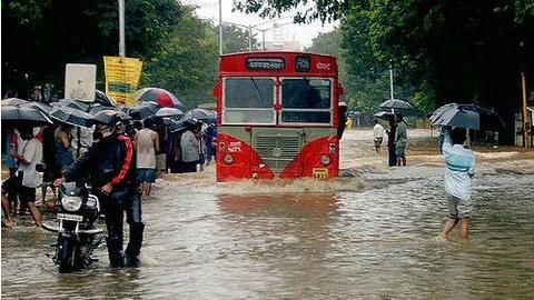 Mumbai lashed by overnight showers, likely to continue through week