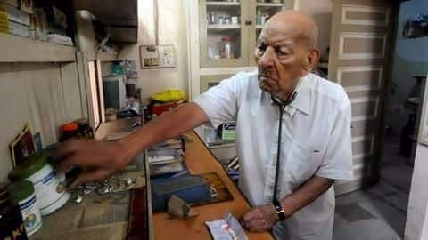 This 102-year-old Pune doctor works 10 hours a day!