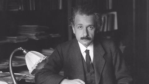 Einstein's letters to be auctioned in Jerusalem