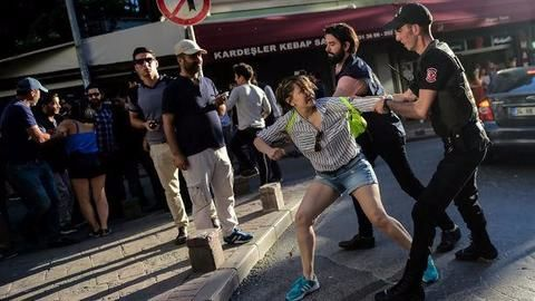 Istanbul Gay Pride protest: Police fires rubber bullets