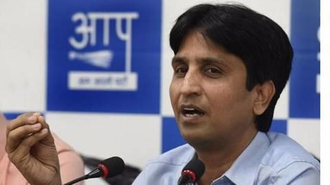 Posters branding Kumar Vishwas 'traitor' surfaces at Delhi's AAP office