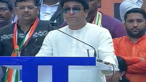At MNS rally, Raj Thackeray attacks Modi on all fronts