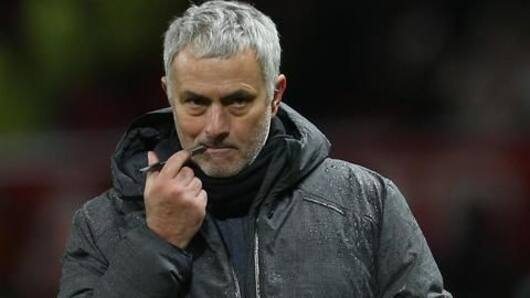 Manchester United to offer Mourinho a new deal