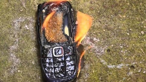 Bangladesh: Madrasa burns hundreds of phones seized from students