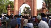Jinnah portrait  row at AMU: Police allegedly cane students