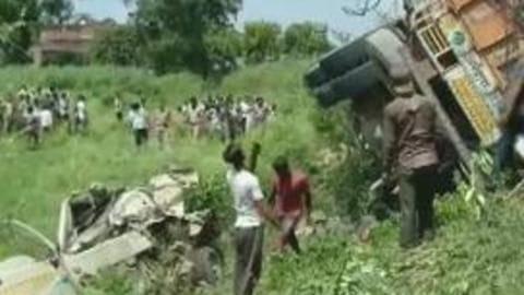 Uttar Pradesh: Truck hits two tempos; 16 dead, 5 injured