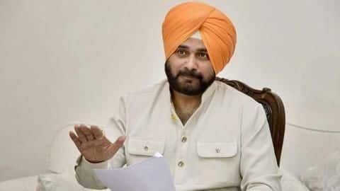 'Absent' Sidhu features in Congress' star campaigners list for Delhi