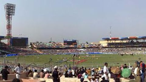 Angry Cuttack crowd interrupts play