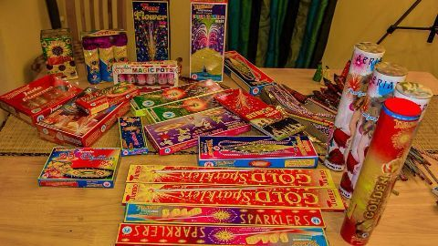SC considers limiting cracker bursting time on Diwali