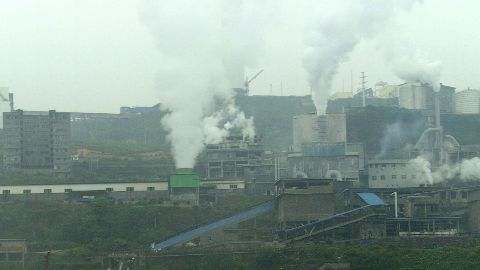 Beijing to shut down polluting firms
