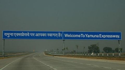 Fog leading to accidents on Yamuna Expressway