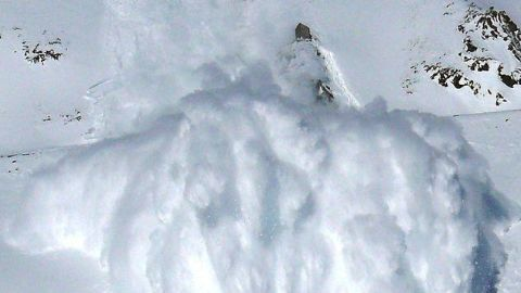 10 Indian Army men trapped by Siachen avalanche